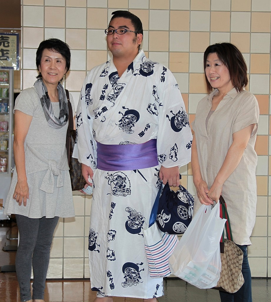 Admiratrice sumo 力士 groupie fan rikishi sumotori お相撲さん Japon Tokyo